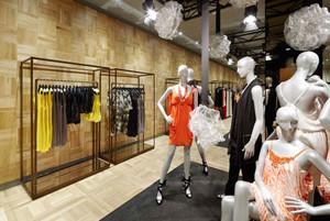 65平米简约风格女服装店设计装修效果图