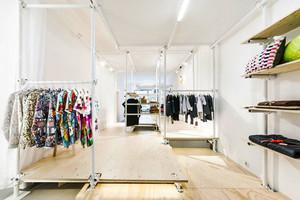 112平米现代简约风格精品服装店装修效果图赏析
