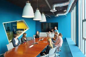 现代简约风格蓝色会议室装修效果图
