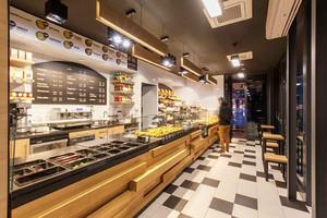 70平米美式风格面包店展柜设计装修效果图