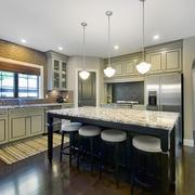 美式风格别墅室内开放式厨房吧台装修效果图赏析