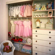简欧风格温馨粉色儿童房衣柜设计装修效果图