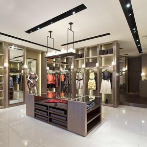 80平米现代风格精品服装店装修效果图