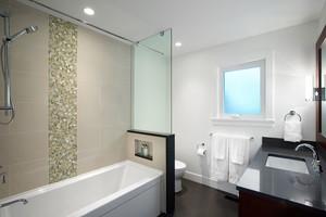 现代简约风格卫生间玻璃隔断设计装修效果图