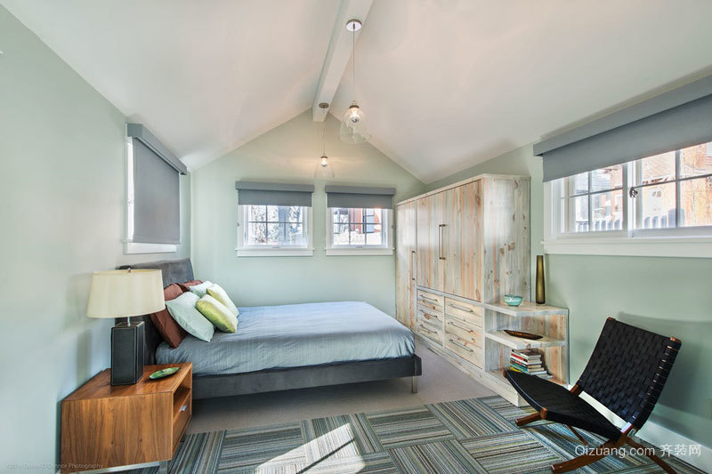 欧式风格别墅阁楼清新卧室装修效果图
