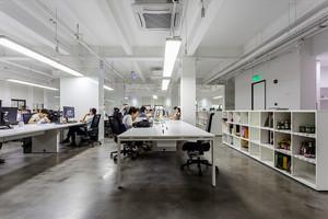 现代简约风格大型办公室装修效果图