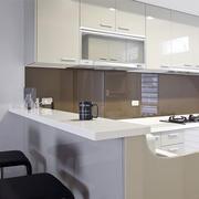 现代简约风格小户型厨房吧台装修效果图赏析