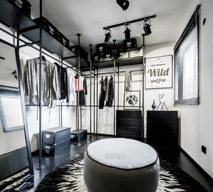 后现代风格黑色系精致衣帽间装修效果图