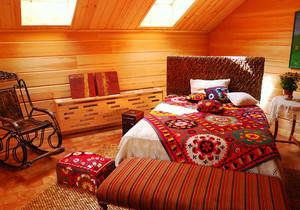 东南亚风格斜顶阁楼卧室装修效果图赏析