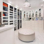 欧式风格别墅室内豪华衣帽间装修效果图赏析