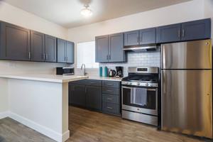 现代风格简约开放式厨房装修效果图赏析