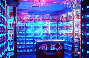 现代风格时尚酒吧酒柜设计装修效果图