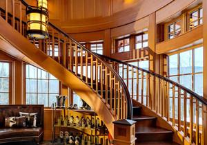 美式风格精致旋转楼梯设计装修效果图赏析