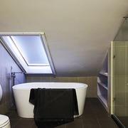 现代风格阁楼卫生间装修效果图赏析