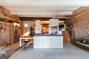 后现代风格工业风开放式厨房装修效果图