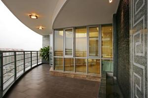 现代风格简约阳台装修效果图
