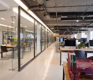 现代风格精致办公室隔断设计装修效果图