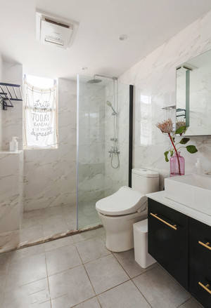 现代风格简约卫生间淋浴房设计装修效果图