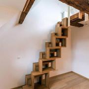 宜家风格时尚创意实木楼梯设计装修效果图