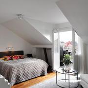 北欧风格简约白色阁楼卧室装修效果图赏析