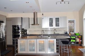 现代风格大户型精致开放式厨房装修效果图欣赏