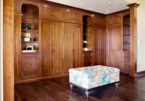 美式风格别墅室内精致衣帽间设计装修效果图赏析
