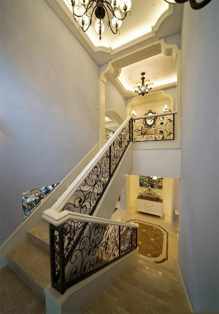 欧式风格精美别墅楼梯设计装修效果图
