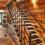 美式乡村风格别墅实木楼梯设计装修效果图