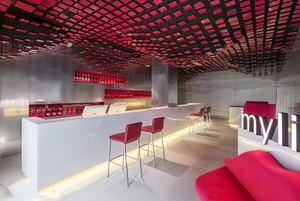现代简约风格酒吧吊顶设计装修效果图