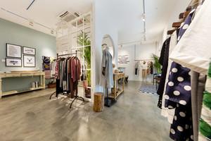 110平米现代风格服装店装修效果图赏析