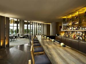 现代风格精致酒吧吧台设计装修效果图欣赏