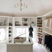 16平米现代风格独立式衣帽间设计装修效果图