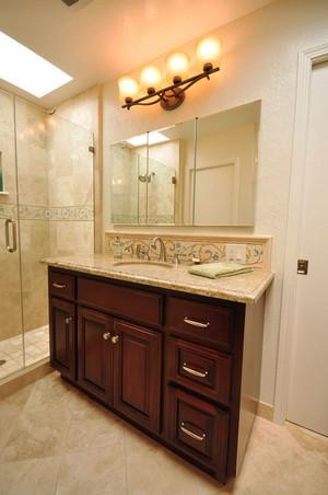 美式风格大户型卫生间浴室柜装修效果图
