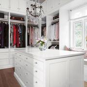 欧式风格白色精美衣帽间飘窗设计装修效果图