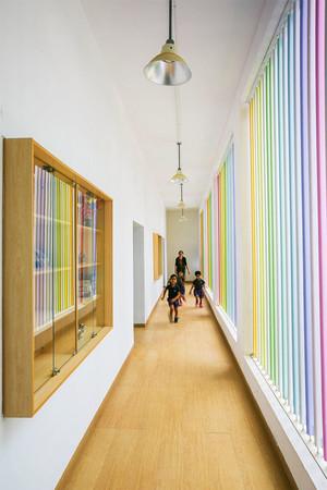 现代风格精美幼儿园过道设计装修效果图