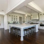 欧式风格别墅豪华厨房吧台装修效果图赏析