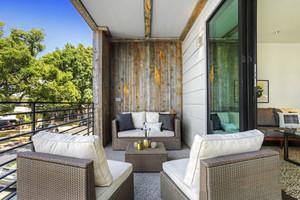 现代风格精致别墅阳台设计装修效果图
