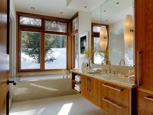 中式风格精致大户型卫生间浴室柜装修效果图