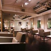 80平米现代风格精致美发店装修效果图