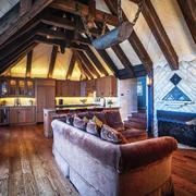 美式乡村风格斜顶阁楼设计装修效果图