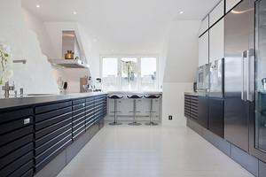 现代简约风格长方形厨房装修效果图鉴赏