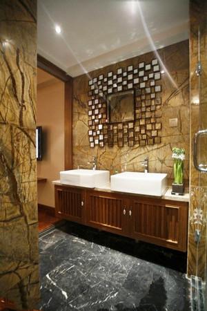 中式风格大户型卫生间浴室柜装修效果图