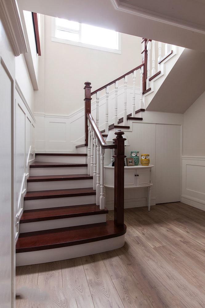 欧式风格经典别墅实木楼梯设计装修效果图