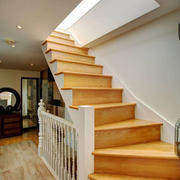 美式风格精美别墅实木楼梯设计装修效果图