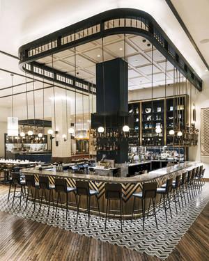 现代风格五星级餐厅吧台装修效果图