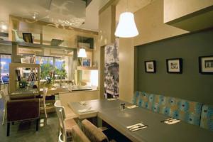 简约风格时尚咖啡厅卡座装修效果图