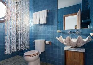 地中海风格时尚蓝色卫生间瓷砖装修效果图
