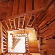 美式风格别墅实木楼梯设计装修效果图