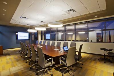 现代简约多功能会议室装修效果图
