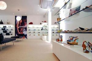 现代简约风格鞋店装修效果图赏析